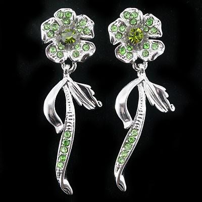 EXCELLENT! DELICATE GREEN CREATED GEMSTONES FLOWER DESIGN WHITE ALLOY EARRINGS