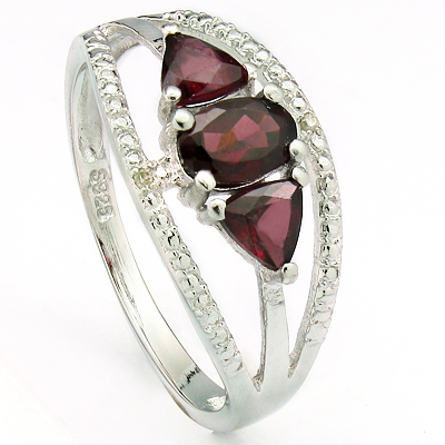 AMAZING 1.4 CARAT TW (3 PCS) GARNET & GARNET PLATINUM OVER 0.925 STERLING SILVER RING