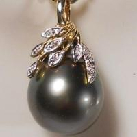 ANCIENT COLLECTION 14.1MM GENUINE TAHITIAN BLACK PEARL WITH 7 GENUINE DIAMONDS. 14KT SOLID GOLD PENDANT